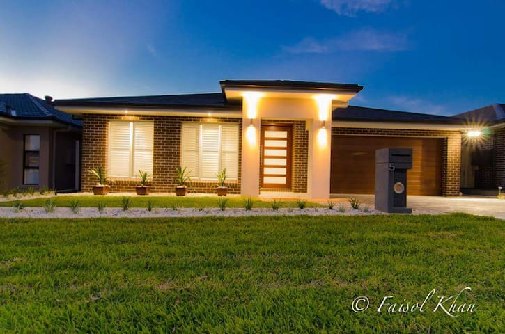 Brand NEW home!! Beautiful location - Oran park - House