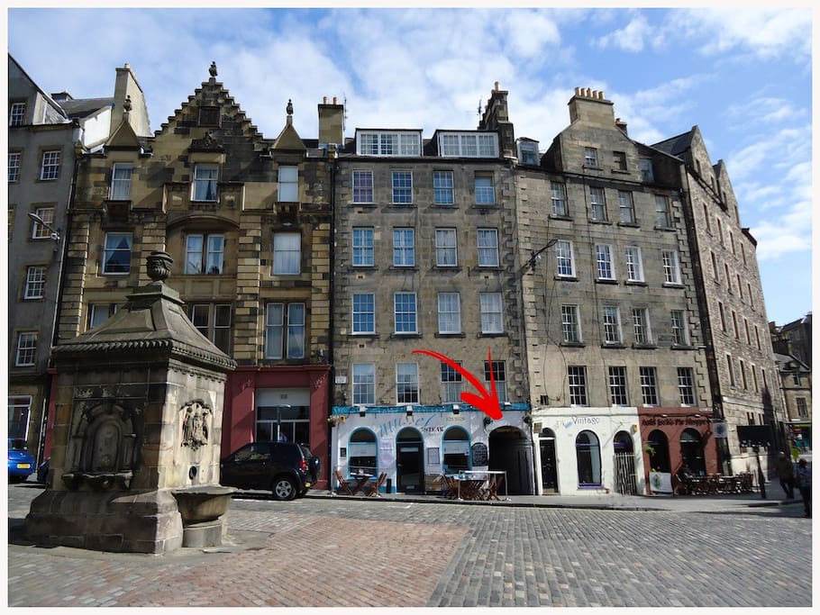 Excellent location right in the heart of Edinburgh's old town!