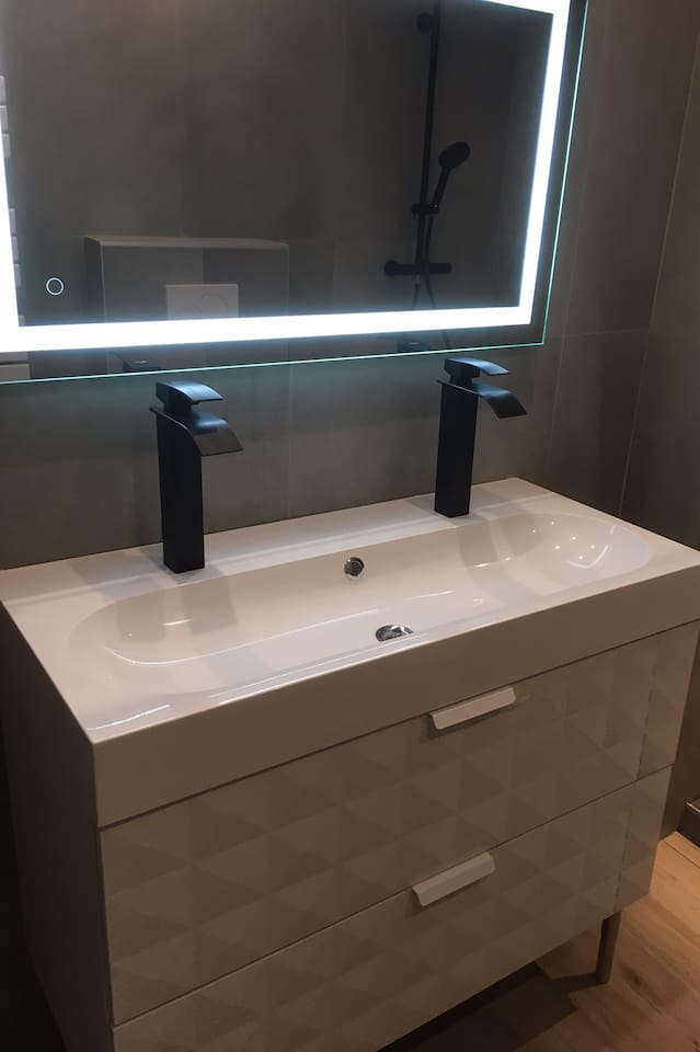 Salle de bains - meuble double vasque.