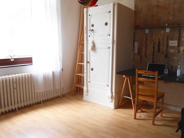 Schönes ruhiges Zimmer in zentraler Lage - Bremen - Huis