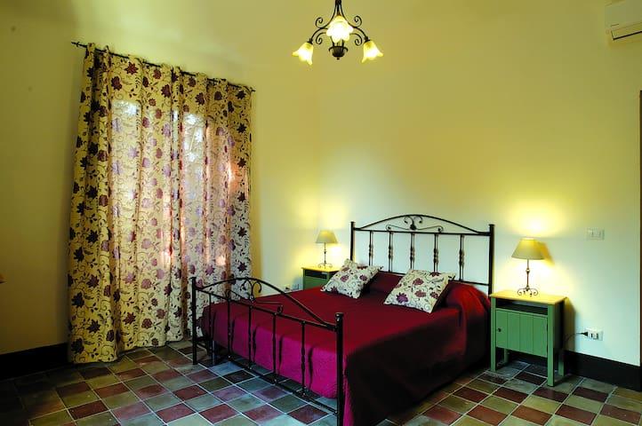 Camera da letto 2 (matrimoniale)