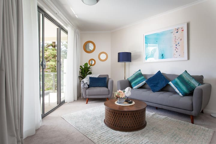 Bright Modern Apartment Steps From Beach and Ferry