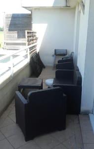 Appartement avec terrasse - Moissy-Cramayel - Byt