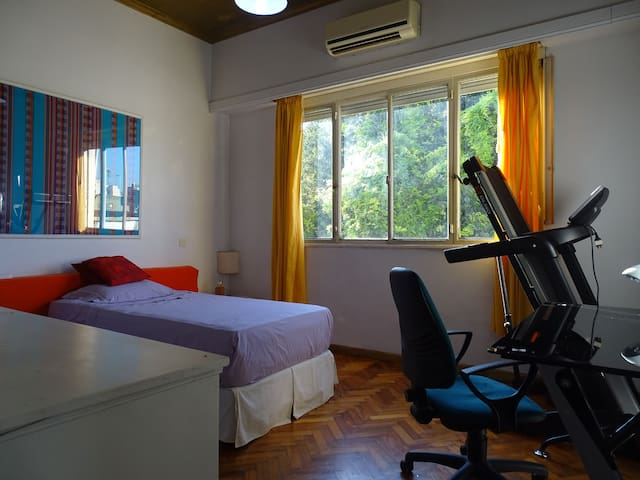 Comfortable private room, shared kitchen & BTHRM
