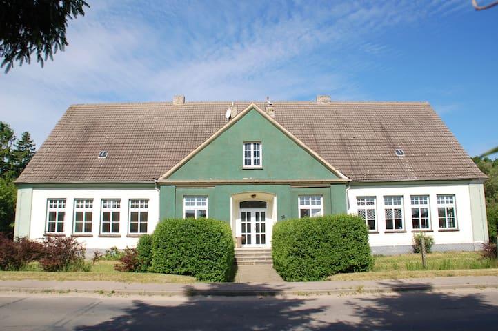Alte Dorfschule Dolgen - Feldberger Seenlandschaft - Hus
