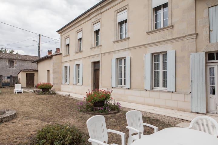 maison girondine du 19ème siècle bien ensoleillée, - Landiras - House