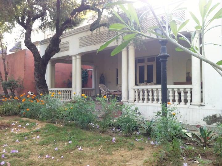 The Kothi, Maharani room ( Bibi Kmra)