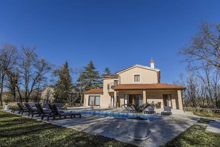 Villa Fosca with swimming pool in heart of Istria - Orbanići - House
