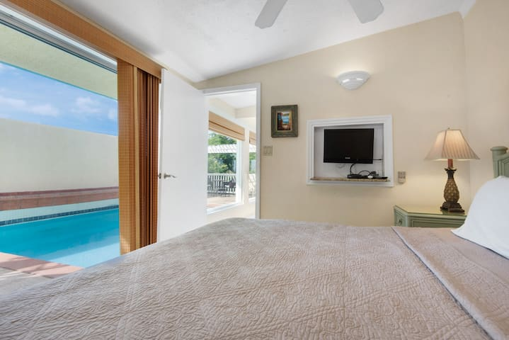 Comfortable king Ritz Carlton bed. Air conditioner in bedroom. Listen to the gentle sound of palms rustling at night.