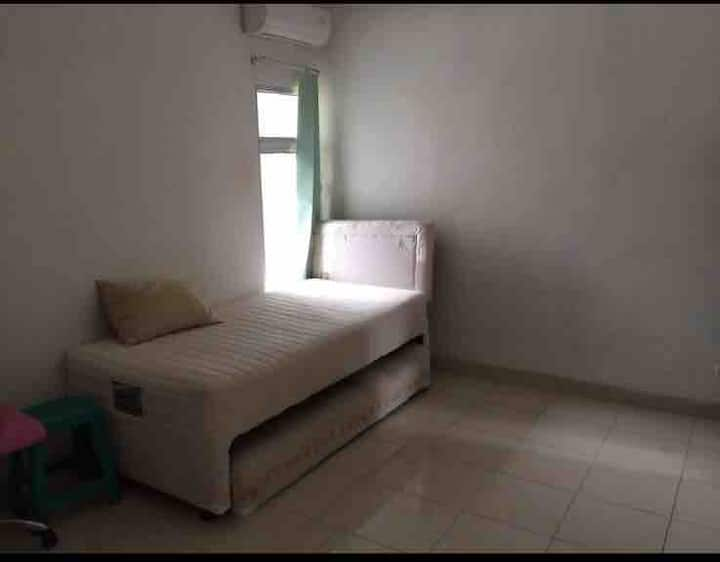 Room near Pondok Ranji Station & UIN