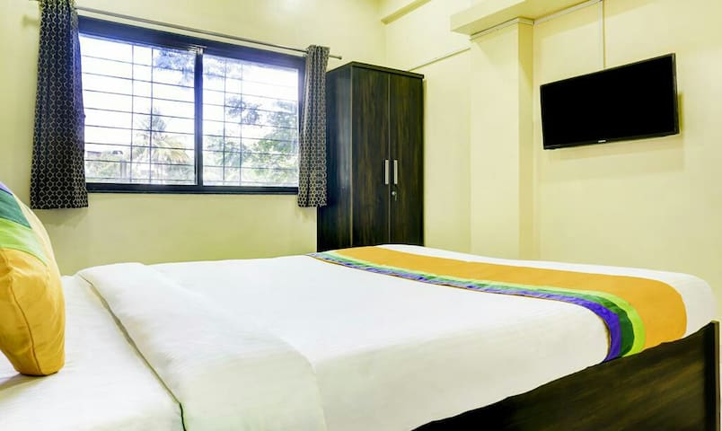 Ac Furnished Rooms near Osho Koregaonpark Pune