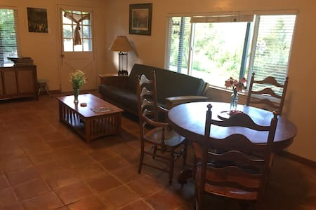 1 Bd Apartment , Wineries, 1 Hour to Sierra skiing - Placerville - Flat
