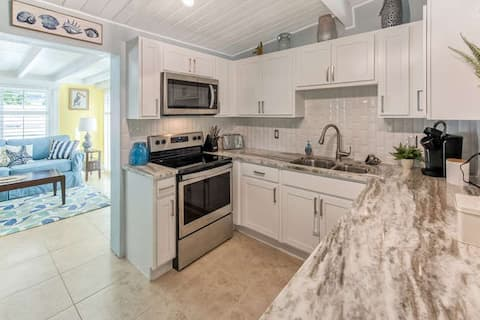 Beautifully remodeled home minutes from beach