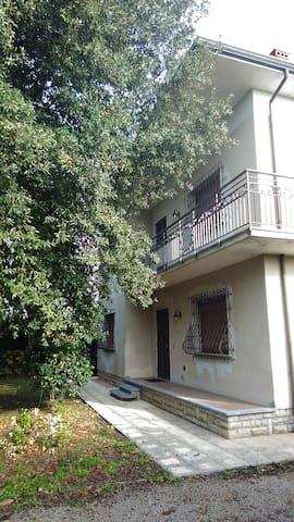 Villa completamente indipendente 8km montecatini.T - Chiesina Uzzanese - House