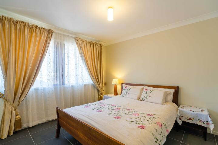 Comfy room in Western Sydney escape - Kingswood