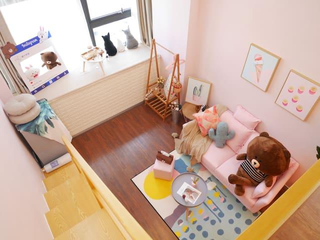 猫宁民宿Room.3-LOFT复式公寓.市中心BRT沿线 ,速达机场动车站--入住5晚以上包接送机.