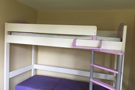 Relaxing bunk bed for two or one closed to town - Bracknell