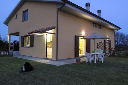 Costa degli Etruschi ,Appartamento con giardino - La Sdriscia - Byt