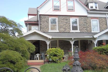 Marshann Northwestern Homestay - Philadelphia - Talo