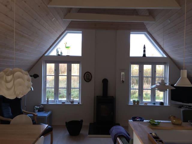 Sommerhus med ro og idyl, tæt på vand og skov - Ulfborg - Hytte