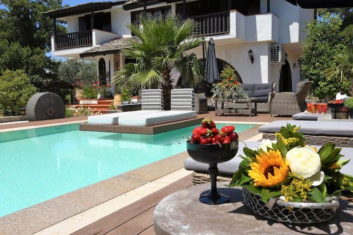Byblos Luxury Villa & Chateau