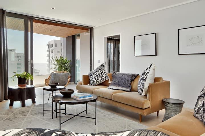 Stunning Sea Point Apartment + Ocean View