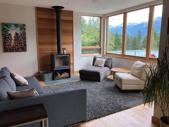 NEW 4BR Mountain-view Timber-frame Home in Alpine