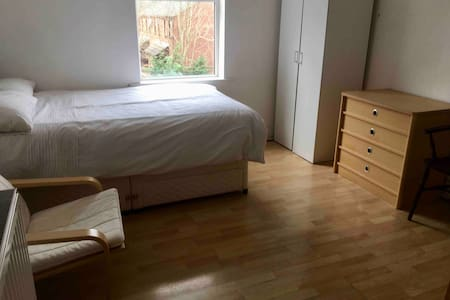 Room, close to Derby city centre.