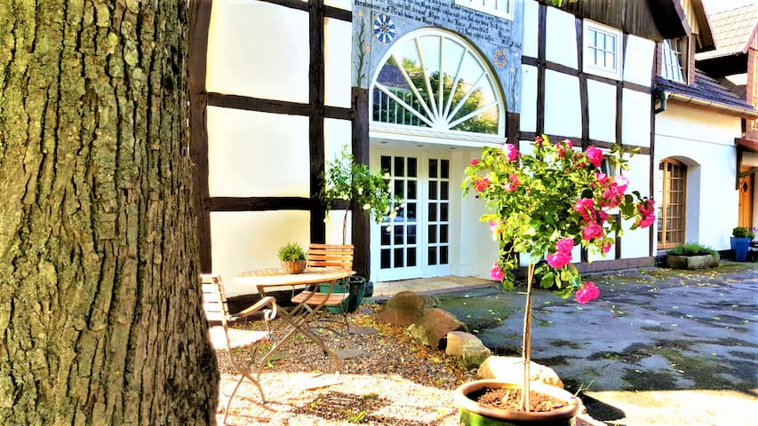 140m², half-timbered house with veranda & garden