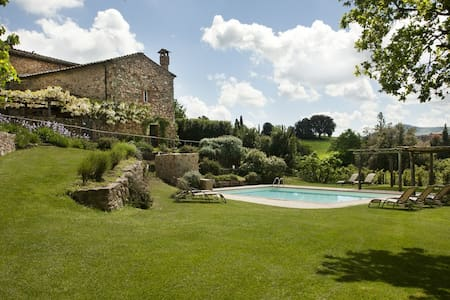 Villa 18 pax.+pool-groups/weddings - Monticiano - Villa