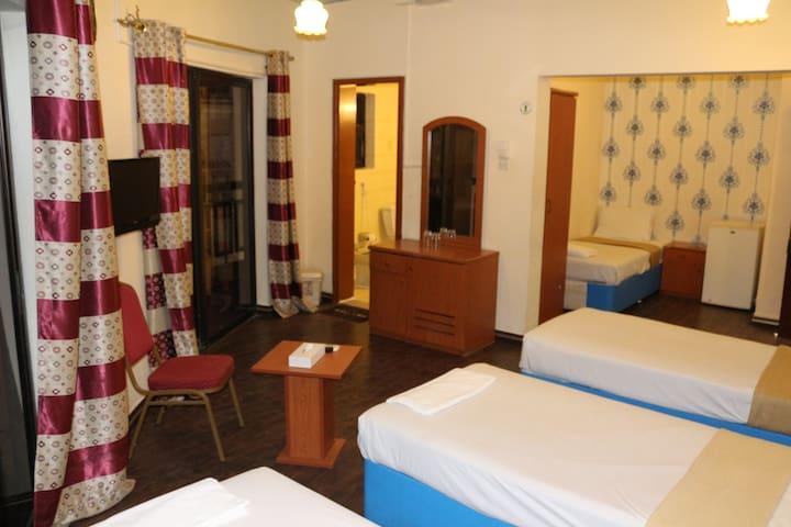 New Avon Hotel | Standard Quadruple Room