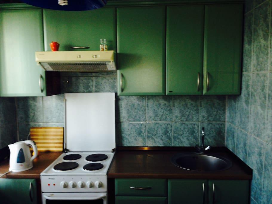 На кухне имеется все необходимое для приготовления пищи