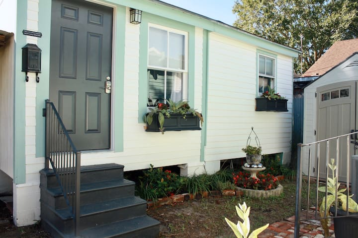 The Cottage on Laurel-30 Day Minimum Stay