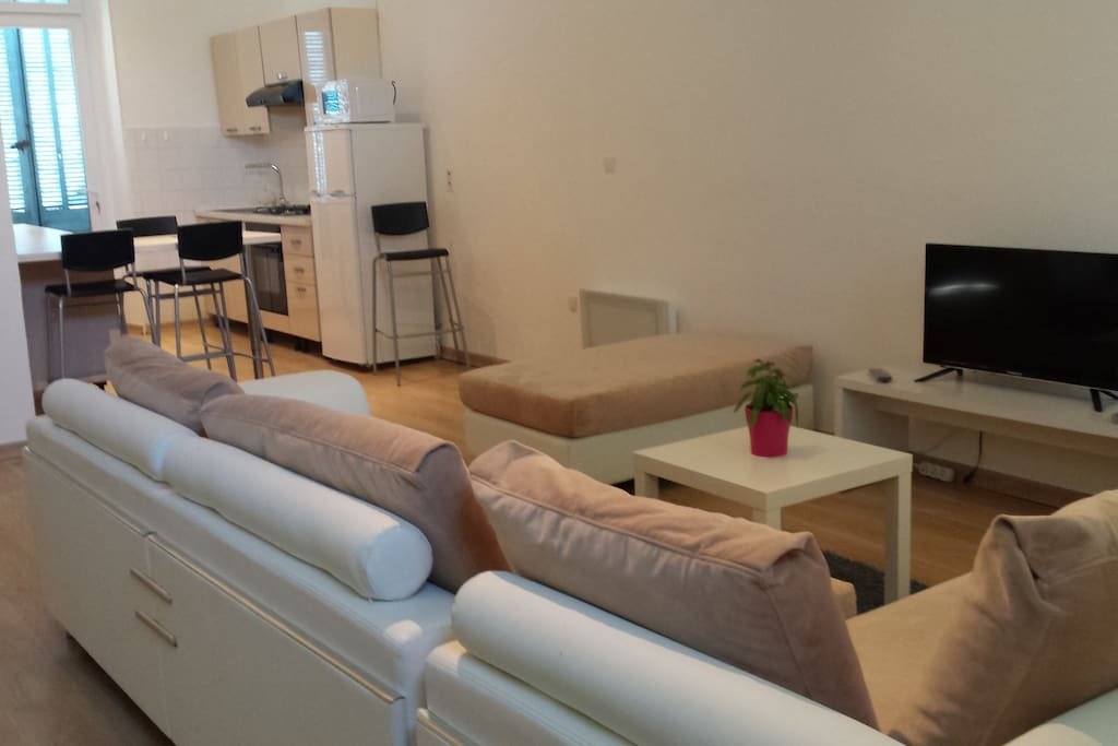 Joli appartement t3 de 70m2 apartments for rent in salon for Rent a car salon de provence