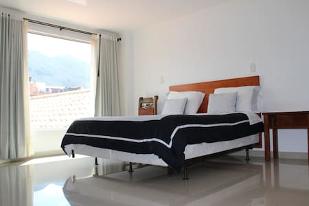 Habitación MATRIMONIAL, HOTEL HONTIBON EN PAMPLONA
