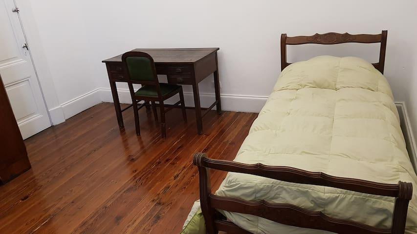 Habitación Privada - Centro - Casa Antigua Amplia