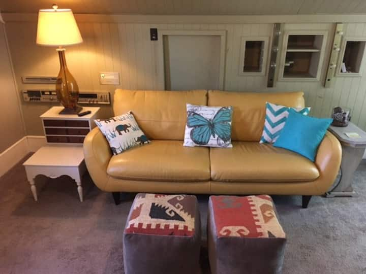 Cozy, Peaceful Charmer - Perfect for Extended Stay