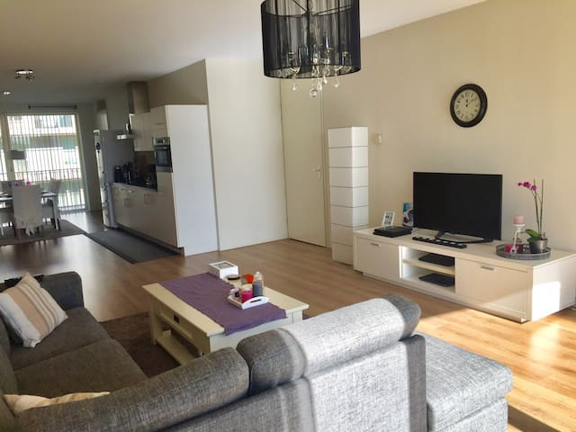 Spacious apartment 15 min from center by metro! - Amsterdam - Byt