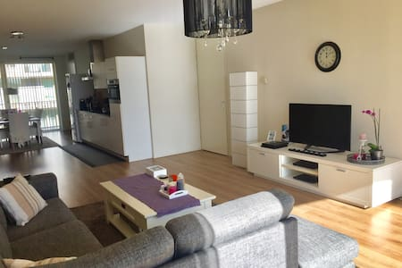 Spacious apartment 15 min from center by metro! - 阿姆斯特丹