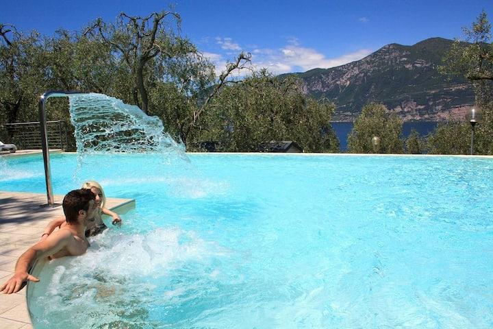 Bilo con veranda vista lago e piscina