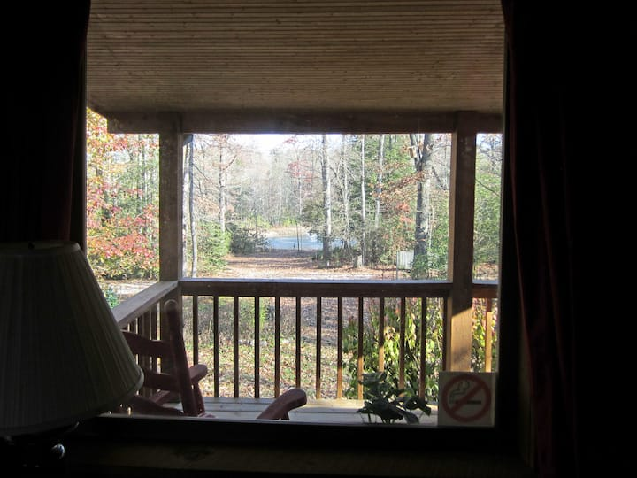 *RARE FIND* Woodland Getaway Cabin, 5 min to FCF