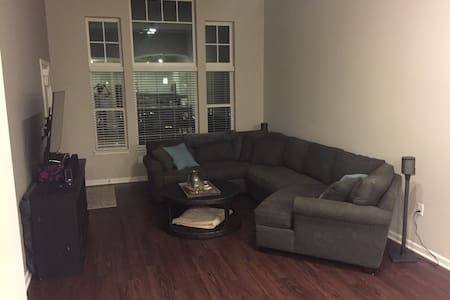 Quiet 750 sq ft apartment - Kansas City - Apartamento