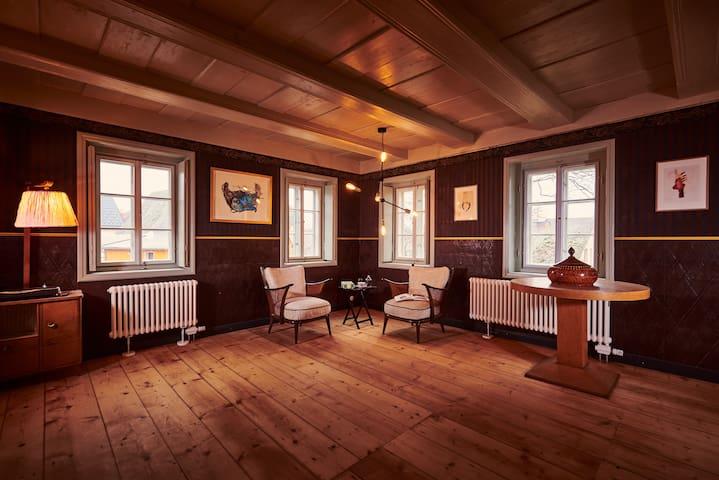 Großes, liebevoll saniertes Faktorenhaus mit Sauna