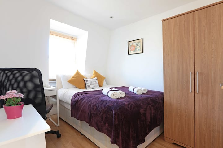Private Double Bedroom in Euston Square (4)