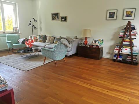 Gästezimmer mit Büro in geräumigem Haus in Murnau