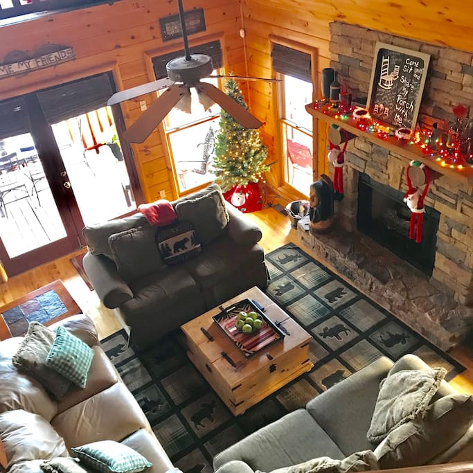 Main living room Happy Holidays w gas fireplace!