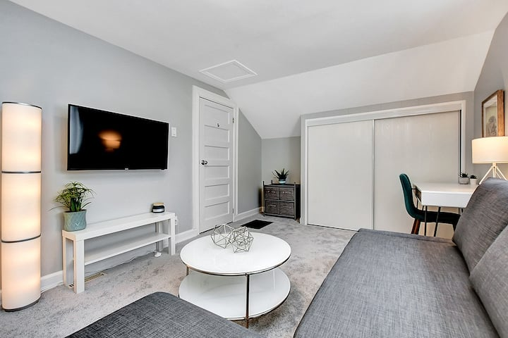 Bright, Spacious & Spotless 1 bedroom in Westboro