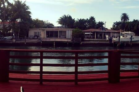 Safe, Great location Miami Beach. - Miami Beach