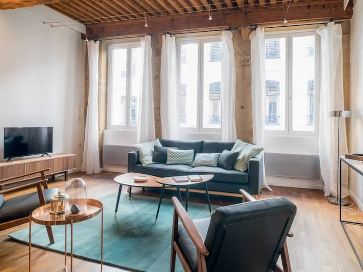 Large apartment – Very center of Lyon