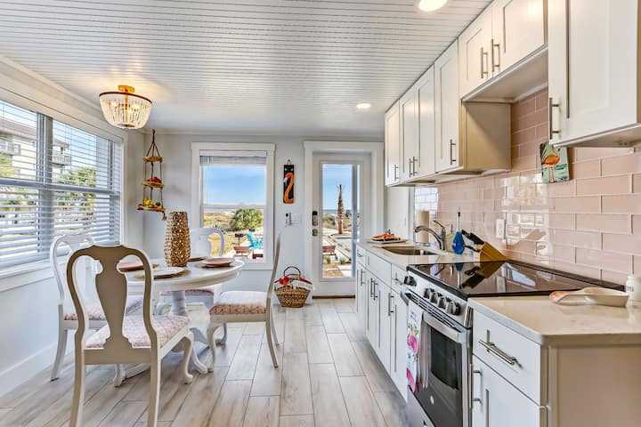 Charming Loft with Breathtaking Ocean Views and 2 Private Decks